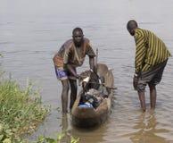 Παιδιά που φέρνουν το νερό, Νότιο Σουδάν Στοκ φωτογραφία με δικαίωμα ελεύθερης χρήσης