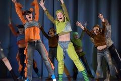 Παιδιά που χορεύουν στη σκηνή Στοκ Φωτογραφίες