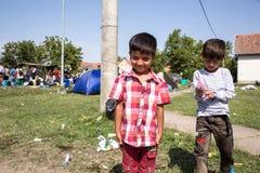 Παιδιά προσφύγων κοντά στα σύνορα της Σερβίας σε Tovarnik Στοκ εικόνα με δικαίωμα ελεύθερης χρήσης