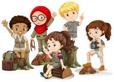 Παιδιά στην εξάρτηση στρατοπέδευσης που στέκεται στα ξύλα διανυσματική απεικόνιση