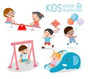 Παιδιά στην παιδική χαρά, χρόνος παιδιών η ανασκόπηση απομόνωσε το λευκό Στοκ Εικόνες