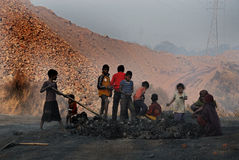 Παιδιά στην περιοχή ανθρακωρυχείων Στοκ Φωτογραφίες