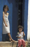 Παιδιά στην πόρτα του σπιτιού τους σε Tiradentes, Minas Gerais, Στοκ εικόνα με δικαίωμα ελεύθερης χρήσης