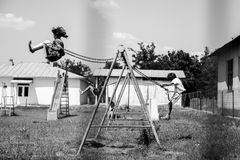 Παιδιά στην ταλάντευση Στοκ εικόνες με δικαίωμα ελεύθερης χρήσης