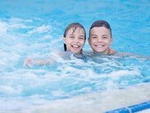 Παιδιά στη λίμνη Στοκ εικόνα με δικαίωμα ελεύθερης χρήσης