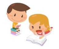 Παιδιά στη δράση Βιβλία ανάγνωσης Στοκ Εικόνες
