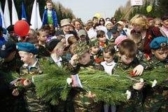Παιδιά στη στρατιωτική στολή την ημέρα νίκης Στοκ φωτογραφία με δικαίωμα ελεύθερης χρήσης