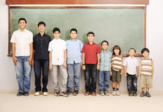 Παιδιά στη σχολική τάξη Στοκ εικόνες με δικαίωμα ελεύθερης χρήσης