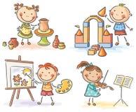 Παιδιά στις διαφορετικές δημιουργικές δραστηριότητες ελεύθερη απεικόνιση δικαιώματος