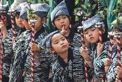 Παιδιά στο χρυσό χορό δράκων στο Τόκιο Στοκ φωτογραφία με δικαίωμα ελεύθερης χρήσης