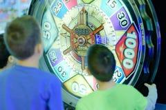 Παιδιά στο Arcade Στοκ Εικόνες