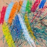 Παιδιά Doodle που επισύρεται την προσοχή στο χαρτόνι στοκ φωτογραφία