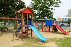 Παιδική χαρά στο δημόσιο πάρκο στοκ εικόνα με δικαίωμα ελεύθερης χρήσης