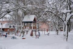Παιδική χαρά στο χιόνι στοκ φωτογραφία με δικαίωμα ελεύθερης χρήσης