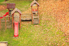 Παιδική χαρά playpark στην εποχή φθινοπώρου πτώσης Στοκ φωτογραφία με δικαίωμα ελεύθερης χρήσης
