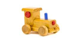 Παιδιών παιχνίδι αυτοκινήτων που απομονώνεται ξύλινο στο λευκό Στοκ Φωτογραφία