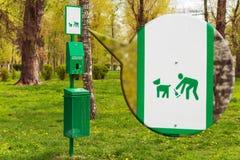 Πακέτα στο πάρκο για το σκυλί shit Στοκ εικόνες με δικαίωμα ελεύθερης χρήσης