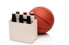 πακέτο έξι μπύρας καλαθοσ&p Στοκ Εικόνες