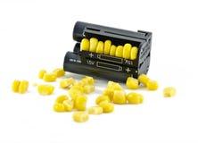 Πακέτο μπαταριών με τα κίτρινα σιτάρια του καλαμποκιού Στοκ εικόνες με δικαίωμα ελεύθερης χρήσης
