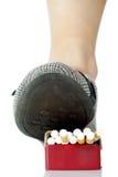 πακέτο ποδιών τσιγάρων Στοκ φωτογραφίες με δικαίωμα ελεύθερης χρήσης