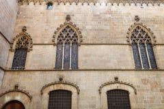 Παλάτι βασιλιάδων στη Βαρκελώνη: μεσαιωνικό Παλάου Reial Royal Palace στα καταλανικά Placa del Rei King's στην πλατεία Στοκ φωτογραφίες με δικαίωμα ελεύθερης χρήσης