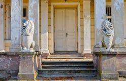 παλάτι εισόδων που καταστρέφεται Στοκ Εικόνες