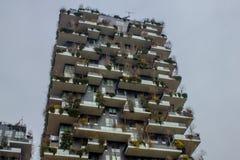 Παλάτι με το λεκιασμένο γυαλί στο σύγχρονο τετράγωνο Στοκ εικόνες με δικαίωμα ελεύθερης χρήσης