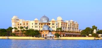 Παλάτι της Leela από τη λίμνη Pichola Udaipur Rajasthan Ινδία στοκ φωτογραφία