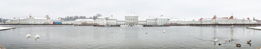 Παλάτι του Castle Nymphenburg το χειμώνα με το χιόνι στοκ εικόνα