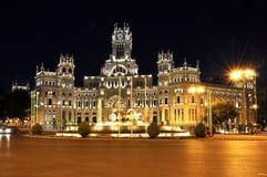 Παλάτι Cybele στην πλατεία Cibeles τη νύχτα, Μαδρίτη, Ισπανία Στοκ Φωτογραφίες