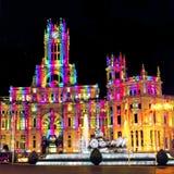 Παλάτι Cybele Plaza de Cibeles με τα ελαφριά ίχνη της κυκλοφορίας τη νύχτα, Μαδρίτη, Ισπανία Στοκ Εικόνες