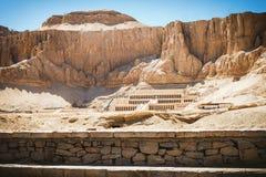 Παλάτι Hatshepsut στο βουνό ερήμων, Luxor, Αίγυπτος Στοκ Φωτογραφίες
