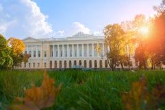 Παλάτι Mikhailovsky, οικοδόμηση του κρατικού ρωσικού μουσείου - βόρεια πρόσοψη του κτηρίου, Αγία Πετρούπολη, Ρωσία Στοκ φωτογραφίες με δικαίωμα ελεύθερης χρήσης