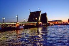 παλάτι peterburg ST γεφυρών Στοκ Φωτογραφία