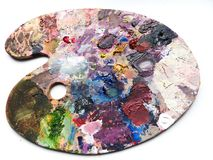 Παλέτα καλλιτεχνών με το μίγμα χρωμάτων πέρα από το άσπρο υπόβαθρο Στοκ Εικόνες