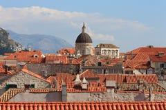 Παλαιά άποψη κωμοπόλεων Dubrovnik από τον τοίχο πόλεων στοκ εικόνες