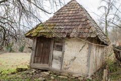 Παλαιά αγροτική εγκαταλειμμένη σιταποθήκη Στοκ εικόνα με δικαίωμα ελεύθερης χρήσης