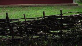 Παλαιά αγροτική ξύλινη άποψη βράσης φρακτών απόθεμα βίντεο