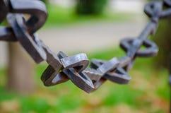 Παλαιά αλυσίδα στο φράκτη πάρκων Στοκ Εικόνες