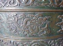 Παλαιά ανακούφιση μετάλλων - πιθανώς επιχαλκώστε - στο βουδιστικό ναό Ninh Στοκ Φωτογραφία