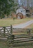 Παλαιά αποκατεστημένα Gristmill & driveway Στοκ Εικόνα