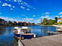 Παλαιά βάρκα ύφους στον ποταμό του Κύκνου, Περθ, δυτική Αυστραλία στοκ εικόνα με δικαίωμα ελεύθερης χρήσης