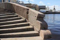 Παλαιά βήματα γρανίτη Στοκ Εικόνες