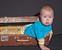 παλαιά βαλίτσα μωρών στοκ φωτογραφίες