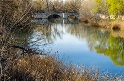 Παλαιά γέφυρα πετρών στην πόλη Palencia, Ισπανία στοκ εικόνες