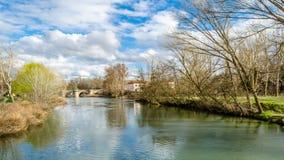 Παλαιά γέφυρα πετρών στην πόλη Palencia, Ισπανία στοκ φωτογραφίες