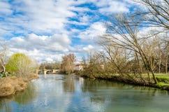 Παλαιά γέφυρα πετρών στην πόλη Palencia, Ισπανία στοκ φωτογραφία με δικαίωμα ελεύθερης χρήσης