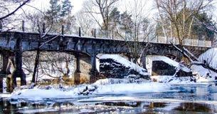Παλαιά γέφυρα σιδηροδρόμων στενός-μετρητών πέρα από τον ποταμό Swider Στοκ φωτογραφίες με δικαίωμα ελεύθερης χρήσης