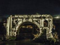 Παλαιά γέφυρα σκηνής νύχτας στον ποταμό Tiber, Ρώμη Στοκ φωτογραφίες με δικαίωμα ελεύθερης χρήσης