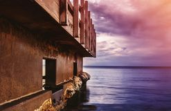Παλαιά γέφυρα στον ωκεανό Στοκ φωτογραφία με δικαίωμα ελεύθερης χρήσης